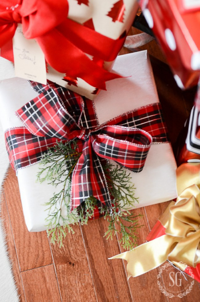 Best Gift Wrapping Ideas  10 BEST CHRISTMAS GIFT WRAPPING TIPS StoneGable