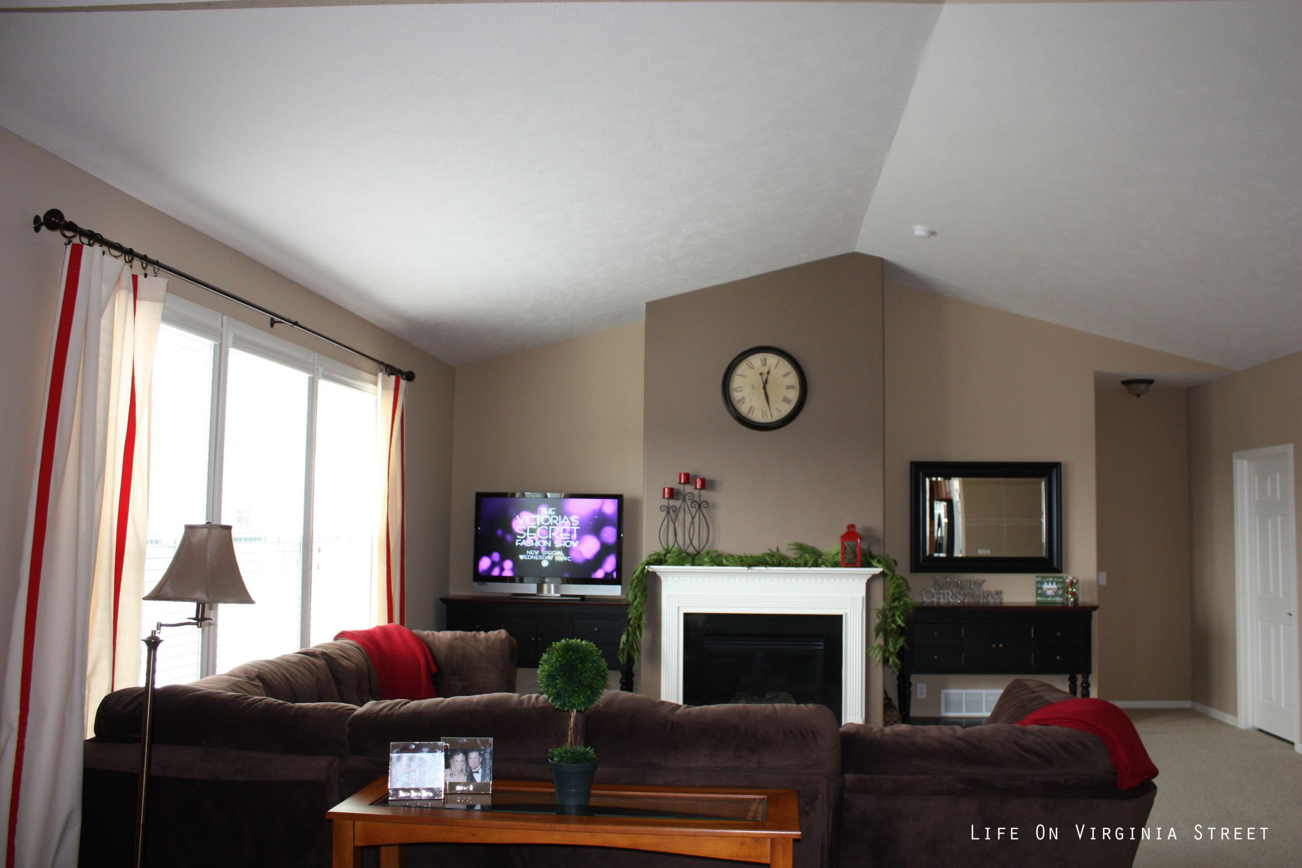 Brown Paint Living Room  Light Brown Walls With Dark Brown Accent Wall Paint Home