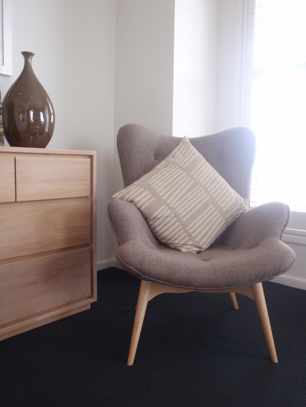 Chair For Small Bedroom  Good fy Chairs For Small Spaces – HomesFeed