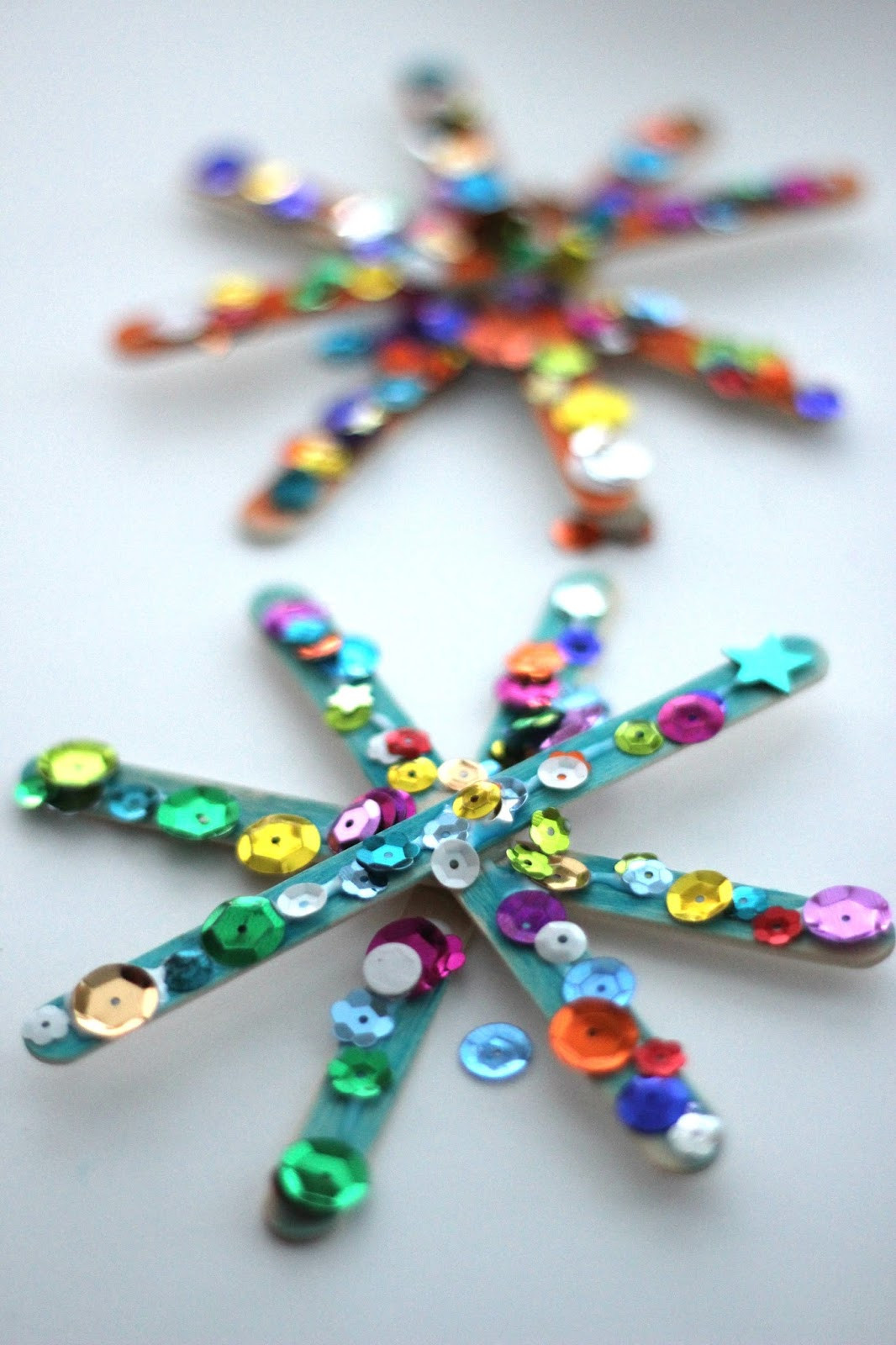 Christmas Arts And Craft Ideas For Toddlers  Toddler Approved Sparkly Snowflake Craft for Kids