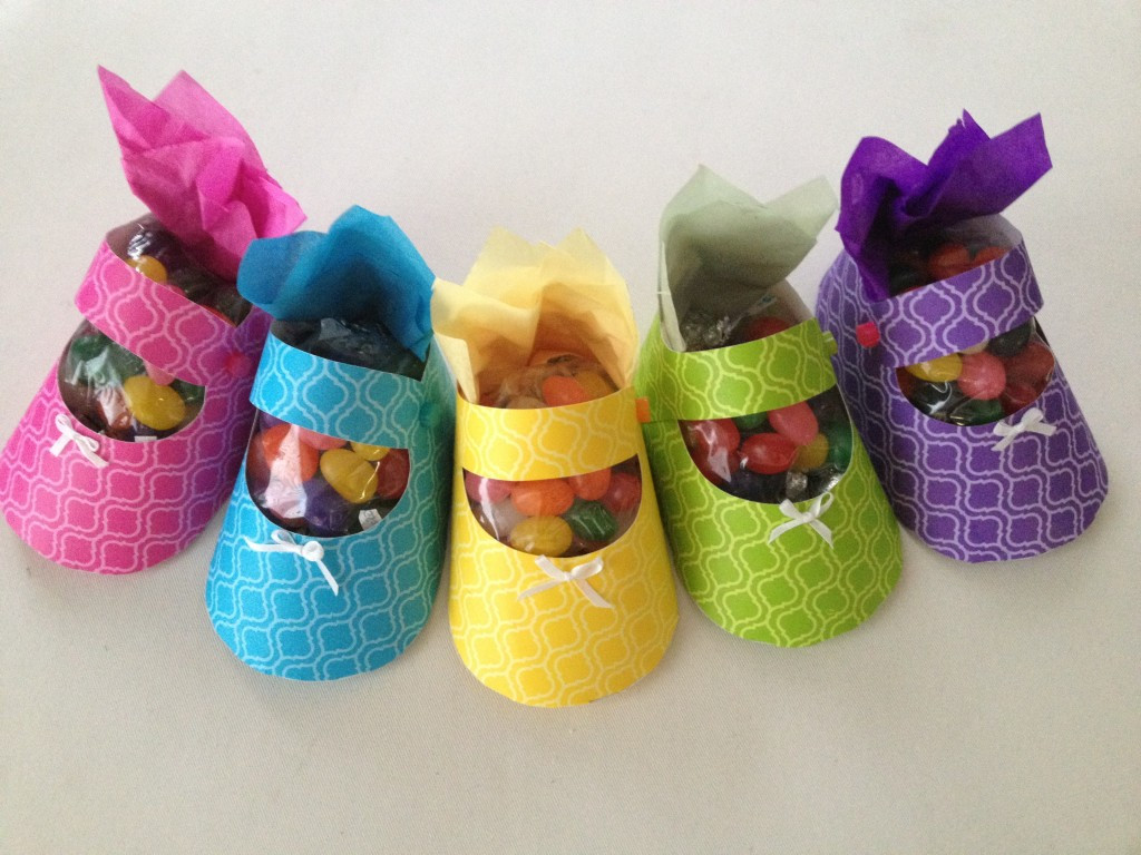 Craft Ideas For Baby Shower Decorations  Baby shower favor ideas How to craft a baby shoe