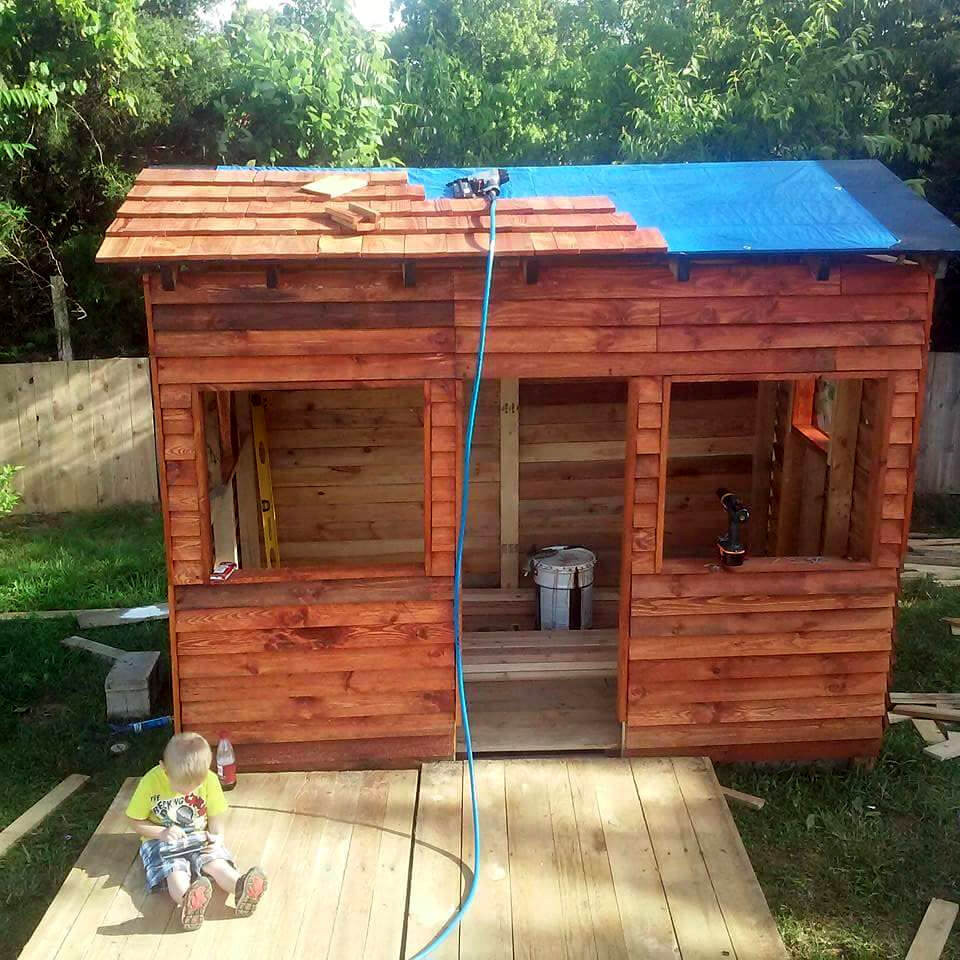 DIY Kids Clubhouse  DIY Pallet Playhouse or Clubhouse Easy Pallet Ideas