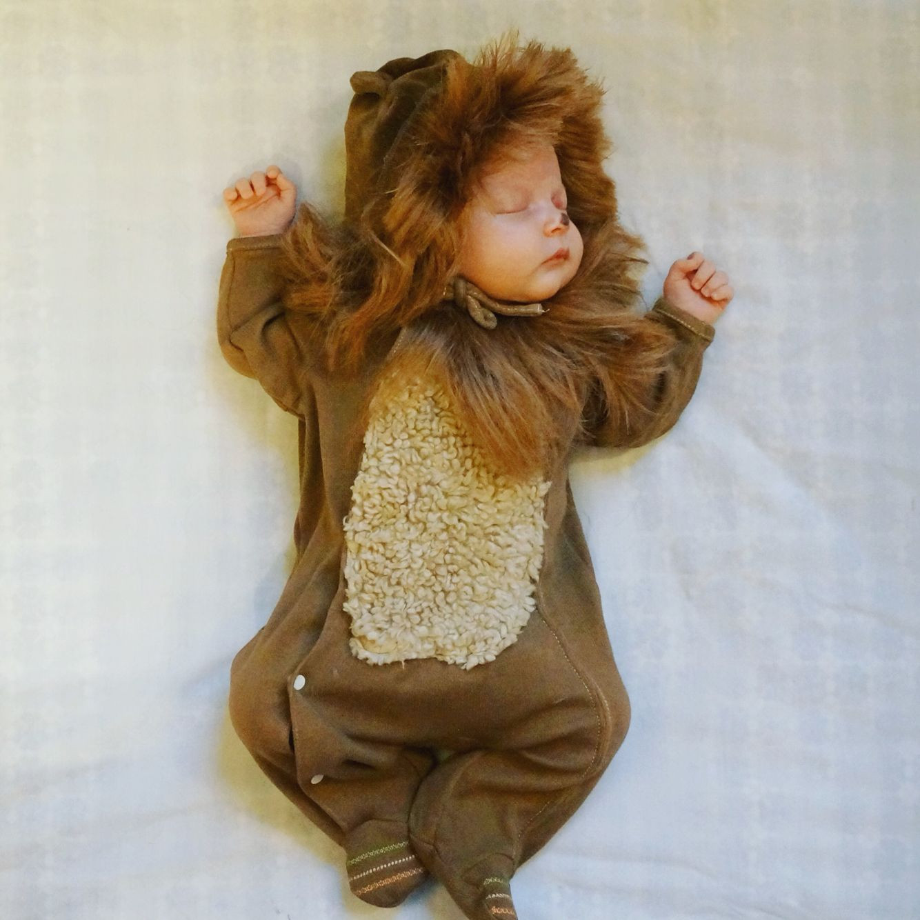 DIY Lion Costume For Toddler  DIY Newborn baby Halloween costume Wizard of Oz lion