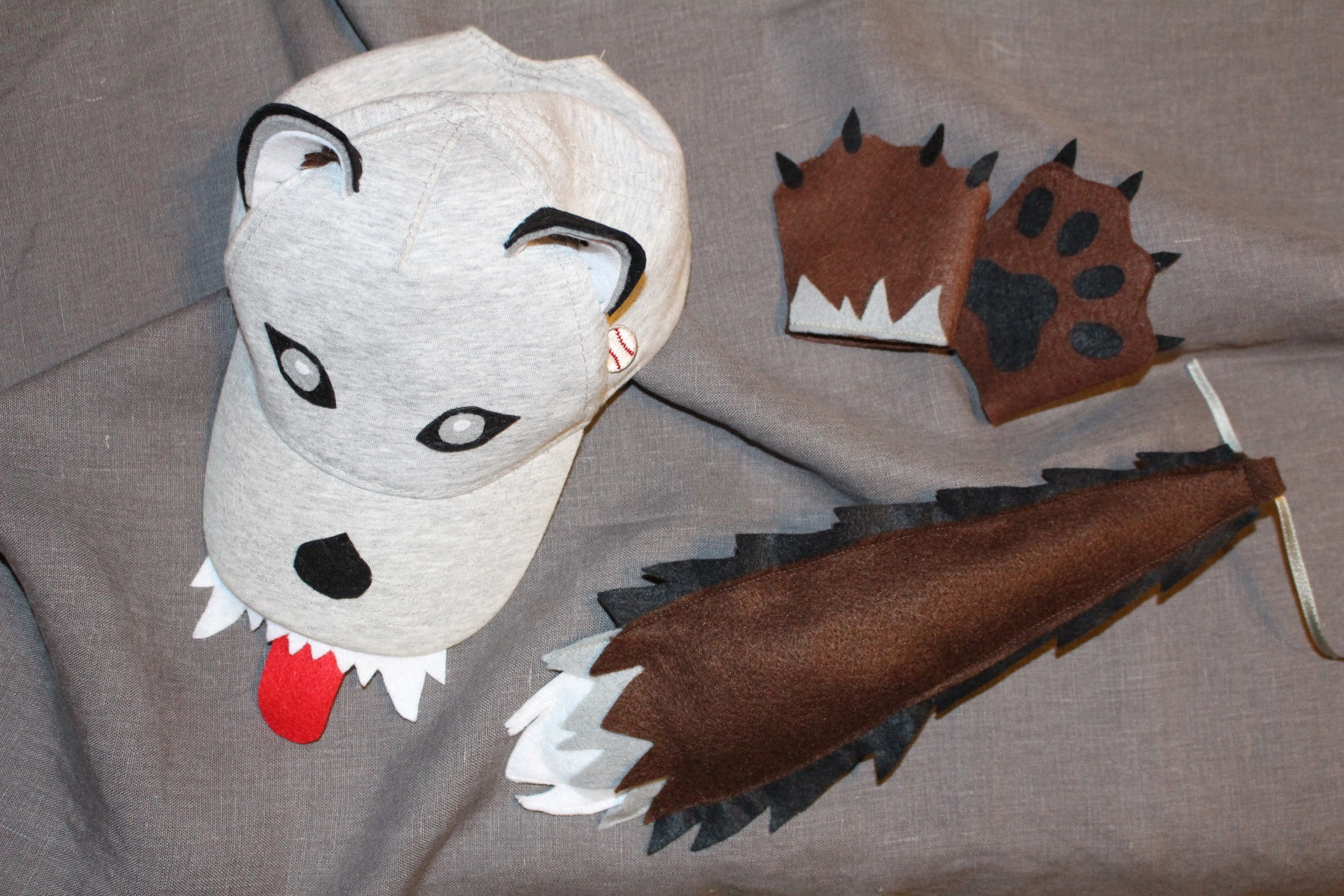 DIY Wolf Mask  Wolf costume DIY – big and small