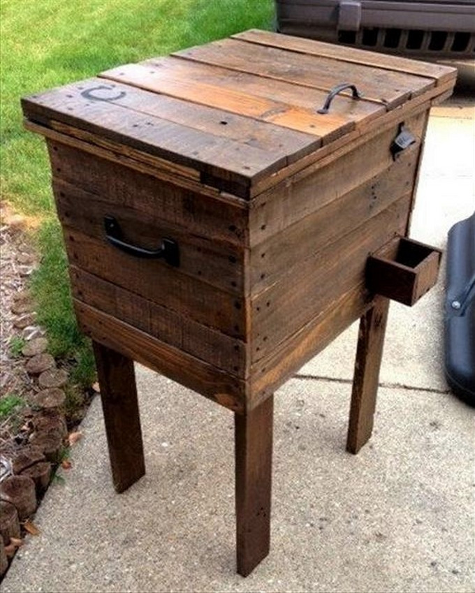 DIY Wood Cooler Box  Marvelous Pallet Wood Ideas and Projects for Your Home