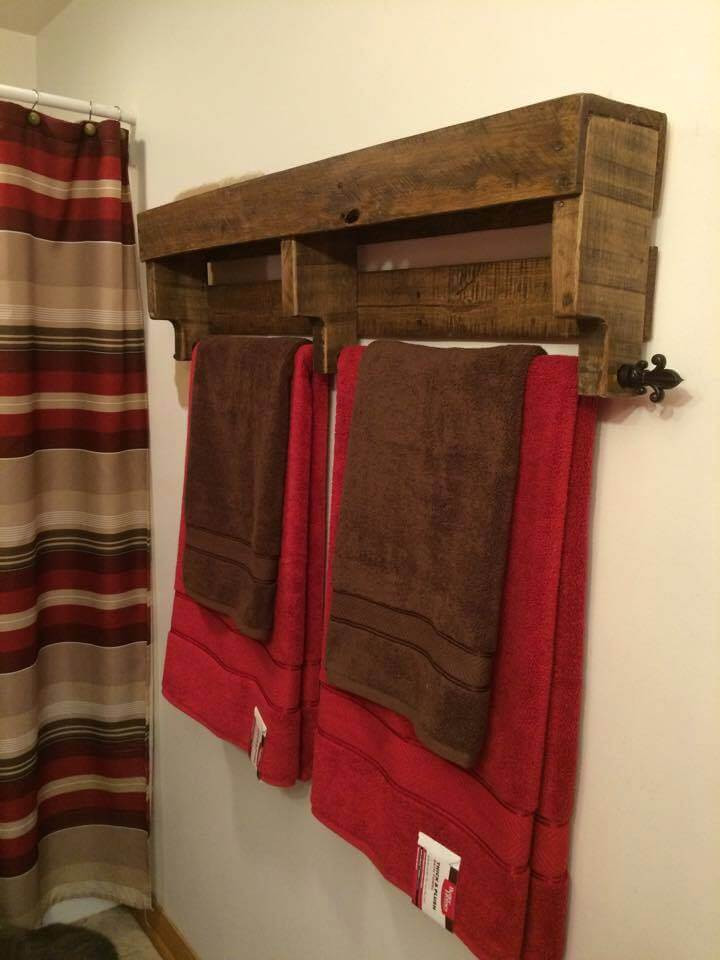 DIY Wood Towel Rack  15 Recycled Pallet Ideas Inspired Your Home 101 Pallet