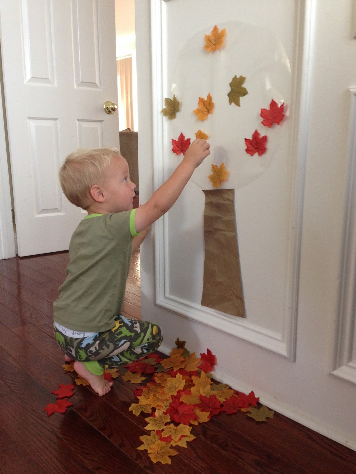 Fall Toddler Craft Ideas  Toddler Approved Easy Fall Tree Activity for Toddlers