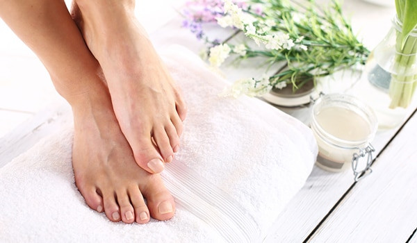 Foot Mask DIY  DIY foot mask to prevent dry and cracked feet