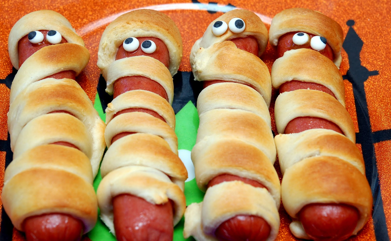 Halloween Hot Dogs  MUMMY HOT DOGS FOR DINNER Hugs and Cookies XOXO