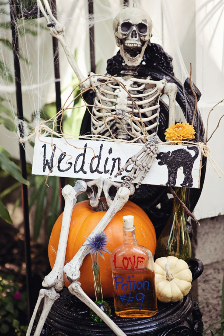Halloween Themed Weddings  30 Chic Fun Halloween Wedding Ideas by Theme