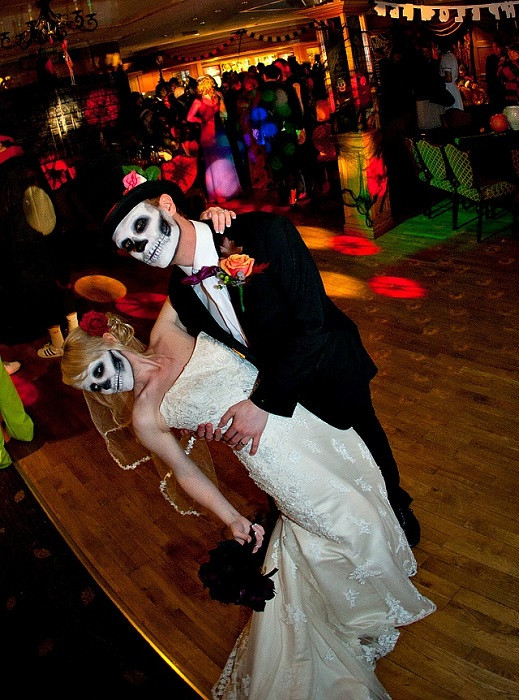 Halloween Themed Weddings  Wedding Trends Halloween and Fall Wedding Themes