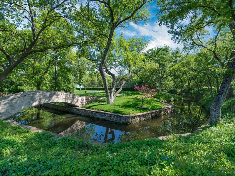 Landscape Design Dallas  5 Dallas homes with landscape designs to make you green