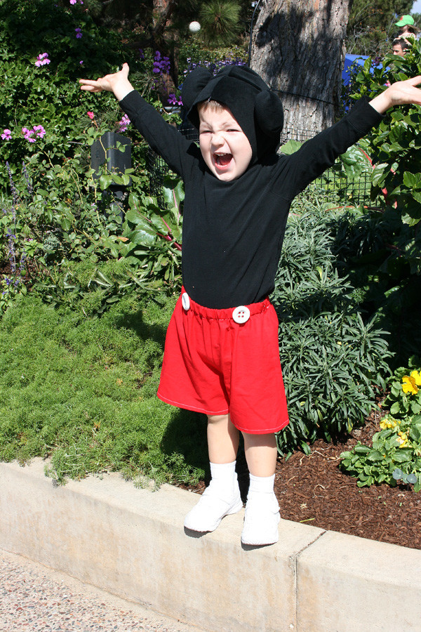 Mickey Mouse Costume DIY  Halloween on a Bud Quick and Easy Mickey Mouse Costume