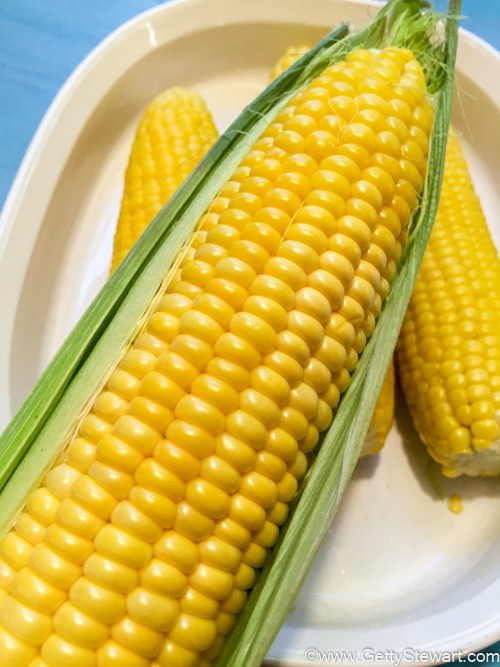 Microwave Corn On The Cob In Husk  How to Microwave Corn on the Cob GettyStewart
