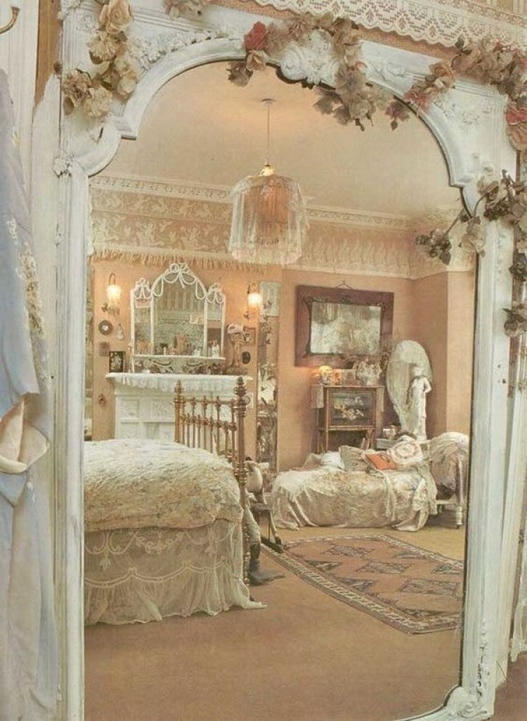Shabby Chic Bedroom Curtains  33 Cute And Simple Shabby Chic Bedroom Decorating Ideas