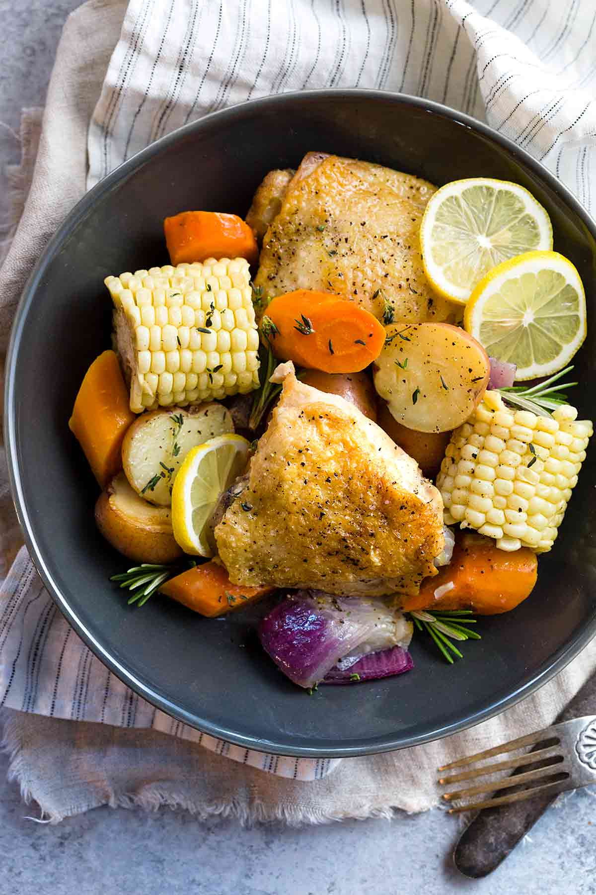 Slow Cooker Chicken Thighs  Slow Cooker Chicken Thighs with Ve ables
