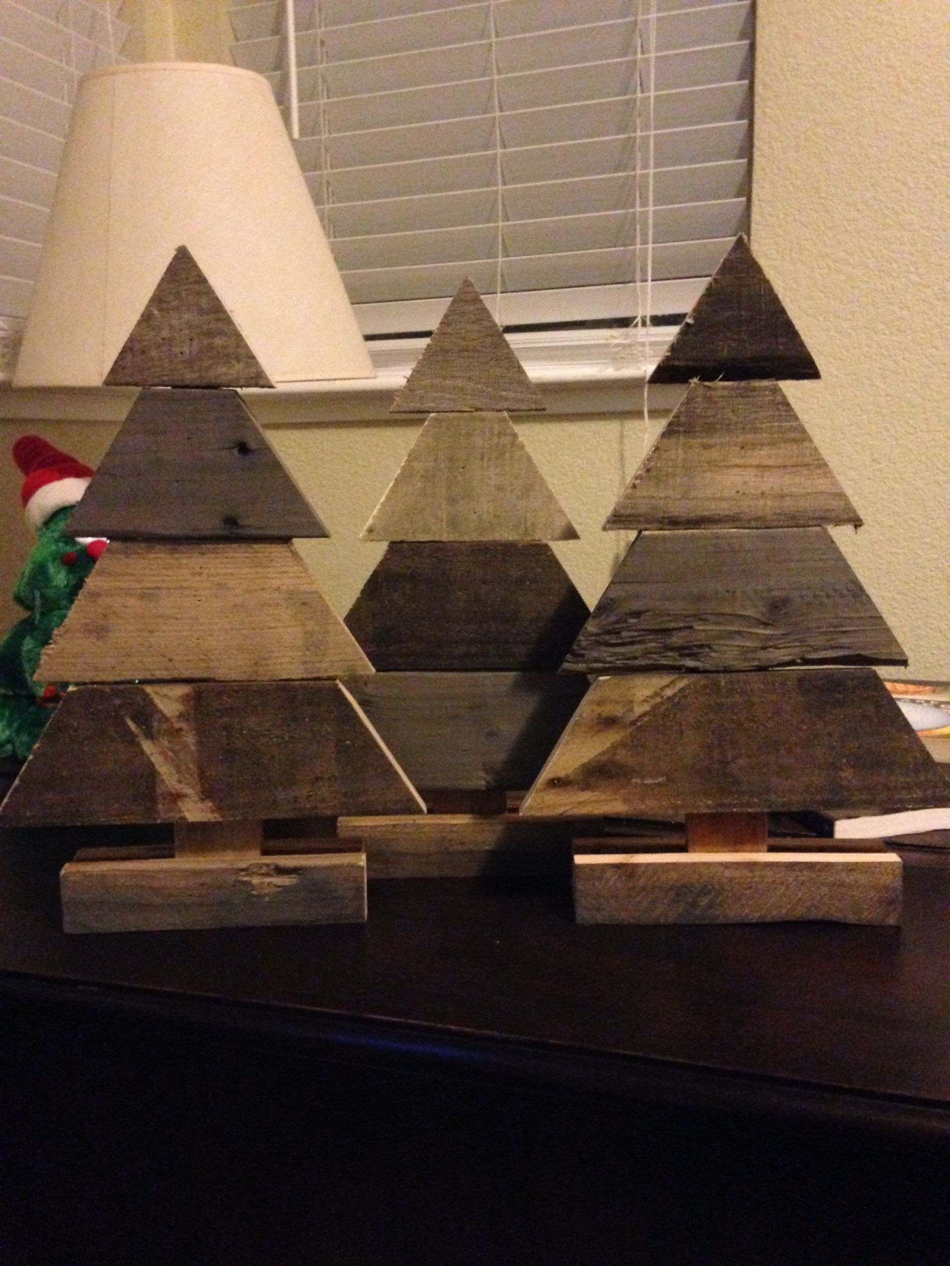 Small Wooden Craft Ideas  Small pallet wood Christmas trees