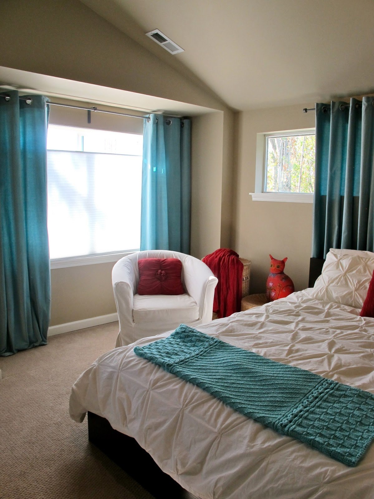 Turquoise Bedroom Decoration  BluKatKraft Simple Bedroom Makeover White Turquoise & Red